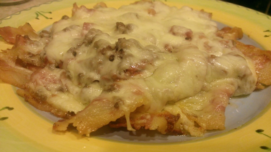 Low carb bacon meatza pizza